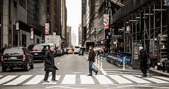 Streets of New York (Pascal Dietrich) Tags: rot newyork nyc newyorkcity manhattan brooklyn america amerika usa bigcity metropolis vacation grosstadt urlaub reisen travel holiday winter cold kalt streets strasen wolkenkratzer hochhäuser skyscraper people menschen grosstadtleben streetlife street strase pedestrianwalk pascaldietrich pascaldietrichphotography