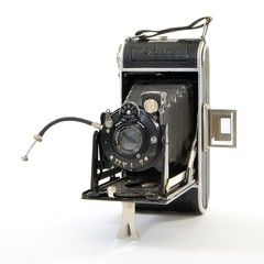 Welta, Perle (Allemagne, Freital, 1932 - 1936) (Cletus Awreetus) Tags: appareilphotographique folding camera vintage welta appareilpliant soufflet perle rollfilm format120 objectif lens weltar anastigmat obturateur shutter vario agc gauthier