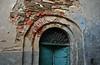 Per le vie di Coiromonte. (5) (frank28883) Tags: coiromonte armeno portone decadenza mottarone sovrapporta