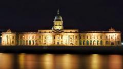 Custom House on Custom House Quay in Dublin City. It was a bit windy on the river Liffey last night. (Darren Kearns) Tags: sonya7 sonyalpha sony dublin nightphotography nightscape nightphotos ireland dublincity liffey cityscape longexposure