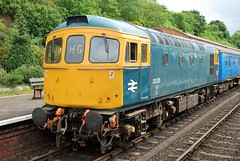 33 035 bringing up the rear at Bewdley (Alun EH) Tags: severnvalleyrailway severnvalleyrailwayspringdieselgala2017 severnvalleyrailwaydieselgala2017 svr brdiesel br britishrail britishrailways brblue bewdley class33 class330 33035 crompton d6553 6553 brcw birminghamrailwaycarriagewagon pioneerdieselgroup train railway railroad