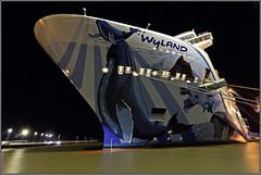 Norwegian Bliss in Papenburg - 23 - Cruiseship bow Wide Angle shot at night (wrblokzijl) Tags: cruiseship kreuzfahrtschiff cruiseliner cruises cruising cruise papenburg meyerwerft meyerwerftpapenburg meyershipyard shipyard meyer boat ship 遊輪 круизное судно crucero nave crociera paquebot croisière navire cruzeiro krydstogtskib κρουαζιερόπλοιο cruiseskip risteilyalus 游轮 kryssningsfartyg クルーズ船 breakawayplus ncl norwegian nclbliss norwegianbliss wyland robertwyland imo9751509 night nightshot longexposure nighttime darkness bow wideangle