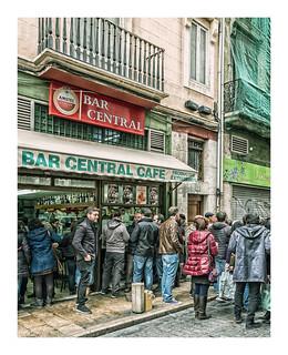 Bar Central - Valencia (Cross Process & Border) (Fujifilm X70 with 21mm wide-angle lens converter)