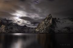 Fiordo de Hamnoya (Luis R.C.) Tags: lofoten noruega nocturnas viajes paisajes marinas nikon d610