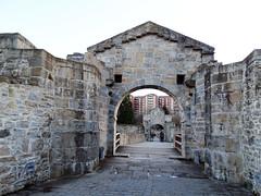 Puerta del Socorro Ciudadela Pamplona 03 (Rafael Gomez - http://micamara.es) Tags: navarra puente y puerta del socorro acceso desde parque de la vuelta castillo ciudadela pamplona