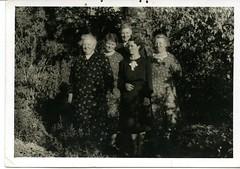 Thomas Family (Yarra Plenty Regional Library Local History) Tags: thomasfamily group garden