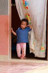 Enfant à Coroico (jmboyer) Tags: bo1292 tocana bolivie bolivia travel ameriquedusud canon voyage ©jmboyer nationalgeographie canon6d yahoophoto géo yahoo photoyahoo flickr photos southamerica sudamerica photosbolivie boliviafotos instagram
