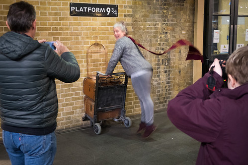 "Platform 9 3/4, Kings Cross • <a style=""font-size:0.8em;"" href=""http://www.flickr.com/photos/22350928@N02/39213413354/"" target=""_blank"">View on Flickr</a>"