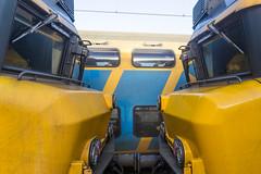 Twee 1700 locs aan elkaar in station Putten (DAPPA01) Tags: veluwelijn trein spoor putten pt rails bovenleiding zijspoor station prorail ns stationsstraat overweg perron reizigers goederentrein cargo passarelle loc 1700 ddar