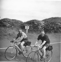 unidentified Scottish cycling now identified as the Longniddry coast road in the early 1950s (Mark Learmonth) Tags: mussleburghroadcyclingclublongniddrycoastroad editnowidentifiedasthelongniddrycoastroadintheearly1950s vintage scottish cycling racing touring track 1930s 1940s 1950s 1960s eroica bicycle