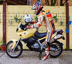 F650 (driver Photographer) Tags: 摩托车,皮革,川崎,雅马哈,杜卡迪,本田,艾普瑞利亚,铃木, オートバイ、革、川崎、ヤマハ、ドゥカティ、ホンダ、アプリリア、スズキ、 aprilia cagiva honda kawasaki husqvarna ktm simson suzuki yamaha ducati daytona buell motoguzzi triumph bmw driver motorcycle leathers dainese motorrad