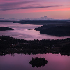 Puget Sound from Mt Erie (Michael Berg Photo) Tags: michaelberg michaelbergphoto mbphotography canon canon6d 6d 50mm 50mmf12l canonef50mmf12lusm prime sunset washington mterie mtrainier puget pugetsound islands
