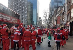 2017-12-09: One Elf (psyxjaw) Tags: london londonist santa santacon pub crawl party daytime saturday christmas aldgate