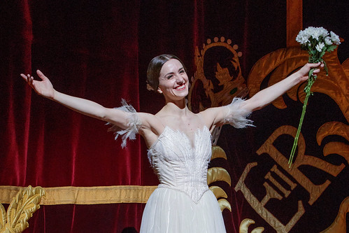 Watch: Marianela Nuñez celebrates 20 years with The Royal Ballet with a traditional flower throw
