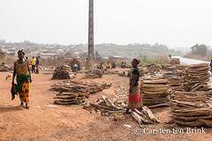 At the market - firewood (10b travelling / Carsten ten Brink) Tags: 10btravelling 2018 africa africaine african afrika afrique biankouma carstentenbrink cotedivoire dan elfenbeinkueste foungesso go godufu iptcbasic ivorian ivorycoast touba westafrica yacouba yakouba africain cmtb firewood ivoirien ivoirienne man market roadside tenbrink vendor woman