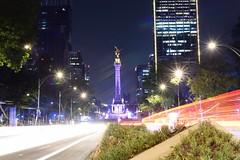 Ángeles y luces (sbsrodman) Tags: 35mm nikond5300 city ciudad méxico cdmx nikon largaexposición longexposure white blanco rojo red night noche luz luces lights light morado purple angel