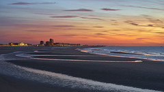Ostend Glow (II) (Blende1.8) Tags: ostend oostende ostende beach strand promenade boardwalk horizon horizont goldenhour sky himmel orange sea meer waves nordsee northsea vlaanderen westvlaanderen westflandern flandern sony alpha ilce7m2 sescape landscape skyline 55mm zeiss a7m2 a7ii emount evening abend view sonnar5518za sunset