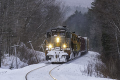 SLR 394 at Stark (Thomas Coulombe) Tags: stlawrenceatlantic slr slr394 geneseewyoming gw quebecgatineaurailway qgry gmdsd403 sd403 freighttrain train codelines stark newhampshire winter snow