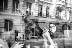 text me! (mouzhik) Tags: мужик moujik mouzhik muzhik zemzem mujik paris parís 파리 париж 巴黎 парыж פריז pariisi パリ párizs parîs باريس parys parizo парис paryż παρίσι پاریس parijs rue strase street caille strada yлица rua ulica photoderue photographiederue strasenfotografie streetphotography צילוםרחוב yличнаяфотография ストリートスナップ стритфотография تصويرالشارع fotografiadistrada fotoderua fotografíacallejera noiretblanc nb schwarzweis monochrom blackandwhite bw monochrome blancoynegro blanconegro biancoenero bianconero reflet abspiegelung spiegelbild widerspiegelung spiegelung reflection reflejo riflettersi rispecchiamento отражение reflexo odbicie odzwierciedlenie efm1122mmf456isstm 1122mm canon1122mmf456efmisstm m3 eosm3 1500sf56iso10000