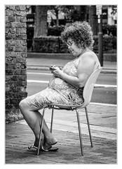 Street | Chair | Communication (sdc_foto) Tags: sdcfoto street streetphotography bw blackandwhite pentax pentaxart k1 london woman smartphone sitting chair smile