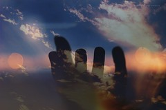 Sueños ... (Conserva tus Colores) Tags: naturaleza doubleexposure dobleexposición sunset colores conservatuscolores naturelovers nubes cielo sky skyporn bokeh manos hands canongirl canonchile canon photographerontumblr photographersoninstagram lovenature chile creative art