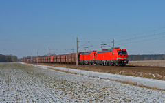 """DB Cargo 193 304 + 193 306 - Dersenow by Sascha Oehlckers - GM 60103 Hamburg-Waltershof Hansaport - Ziltendorf EKO  Am 28. Februar 2018 konnte ich meinen ersten verkehrsroten VECTRON von DB Cargo vor dem bekannten """"Ziltendorfer"""" bei Dersenow fotografieren. Der Zug stellte mich ganz gut auf die Probe. Zum einen waren es gute -12°C mit nettem Ostwind und zum anderen waren auch noch Gleisbauarbeiten in Boizenburg, so dass der GM 60103 etwas Verspätung sammelte. Nach einigen anderen Zügen rollte dann das schicke verkehrsrote Doppel mit einer Falns-Garnitur an zwei erfreuten und frierenden Fotografen gen Osten vorbei..."""