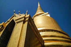 Golden Chedi (preze) Tags: grandpalace phrasrirattanachedi พระบรมมหาราชวัง königspalast phraborommaharatchawang bangkok thailand กรุงเทพมหานคร buddhism buddhismus buddhistisch architektur gebäude buddha reliquienschrein reliquary shrine goldenechedi gold watphrakaew templeoftheemeraldbuddha