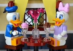 Romantic Dinner, Disney Style (linda_lou2) Tags: 365the2018edition 3652018 day40365 09feb18 40365 365toyproject lego disney minifigure minifig donaldduck daisyduck valentinesdaydinner valentinesset duck