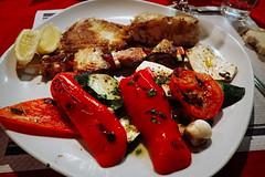 Légumes... et poisson (8pl) Tags: poisson légumes rijeka mer grillade grilladedepoisson assiette restaurant citron assietteblanche