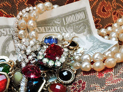 Loot - How to Steal a Fortune (Hope2b) Tags: macromondays myfavouritenovelfiction novel book macro gems jewels money fiction