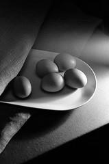(07-31) Tags: film negative naturemorte stilllife monochrome bw blackwhite eggs