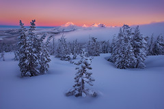 Wearing White (circleyq) Tags: oregon winter landscape three sisters fog sunrise bend central
