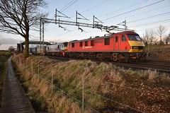 Boardwalk Skodas (wwatfam) Tags: dbs class 90 electric locomotives freight train intermodal containers trains railways railroad chorlton cheshire england britain