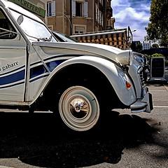 Citroën 2CV (pom.angers) Tags: citroën citroën2cv deuxchevaux 2cv 2cvfourgonnette car vintagecar angers 49 maineetloire paysdelaloire france europeanunion smartphone samsunggalaxys7 samsungsmg930f 2017 august 100 200