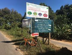 Myanmar, Bago Region, Taungoo District, Taungoo Township, Kyauk Taing Village Tract (Die Welt, wie ich sie vorfand) Tags: myanmar burma cycling bicycle sepeda kayinstate kayin karen hpaandistrict hpaan thandaung surly crosscheck roadsign roadsigns bagoregion bago eastbago taungoodistrict taungootownship taungoo kyauktaing thandaunggyi
