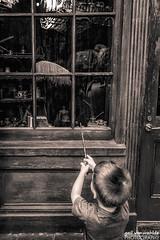 Wingardium Leviousa (gvonwahlde) Tags: orlando blackandwhite splittoning levitate wingardiumleviousa quill wizard firstspell magic wizardingworldofharrypotter universalorlando wizardingworldorlando universalstudiosorlando hpcelebration harrypotter universalstudios universalmoments readyforuniversal wwohp travel adventure canon canon6d diagonalley wand