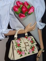Eugenia Vivacité (cake*moon) Tags: eugeniavivacité eugenia fashionroyalty fashion doll dolls integritytoys wclub 2017 handbag bag flowers flowerbouquet miniature