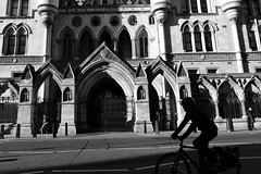 DSC_01541 (Grace (Bingyan S)) Tags: london travel architecture city blackandwhite street streetphotography lights shadow