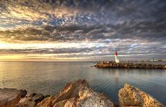 Le phare de Nadia:-))))) (mary maa) Tags: phare ultragrandangle zeiss fe1635mmf4 sonya7 ciel coucherdesoleil grauduroi nuage mer méditerranée