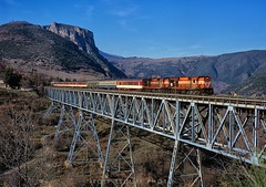 Papadia bridge, Greece (rolfstumpf) Tags: greece hellas papadia elefterochori oiti mlw mx627 ose organismossidirodromonellados a466 a465 bridge steel truss mountains fujichrome astia mamiya 645super trains passengertrain railway railroad travel