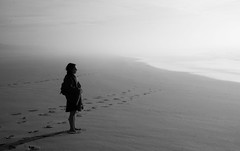 Tranquility (Nicolas Devaud) Tags: monochrome noireblanc beach sea seaside seascape landscape nature poeple mygirl girl lookingat looking scale alone xinter cold icy air weather walki walking nikon d90 light sand dune aquitaine bordeaux 2018 earth life wild wildlife natural atmosphère mar ici here la enjoying