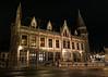 Postgebouw Gent (Dannis van der Heiden) Tags: postgebouw gent historic architecture building night bike bicycle street road window d750 nikon tokina1628mmf28 belgium streetlights cobbledstreet fence ghent