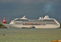 Oceania Regatta (Everyone Sinks Starco) Tags: kapal kapallaut kapalpesiar ship cruiseship msregatta