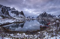 Moskenesøya (Tracey Whitefoot) Tags: 2018 tracey whitefoot norway lofoten islands lofotens moskenesøya reine winter snow mountains calm still wide angle january