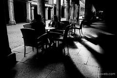 Bajo los Soportales (jesus pena diseño) Tags: jpena jpenaweb jesuspenadiseño blackandwhite streetphotography madrid spain alcaladehenares people woman shadows bnw