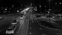 Alfredstraße (frankdorgathen) Tags: streetlight street car traffic monochrome blackandwhite dark ruhrpott ruhrgebiet rüttenscheid essen urban town city bridge wideangle perspective evening electricity light longtimeexposure
