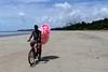 Algodão doce (Luiz Carlos Targino Dantas) Tags: algodãodoce pessoa gente people praiadesãobento maragogi alagoas al brasil bicicleta bike canon s100 canons100