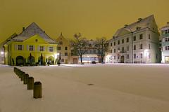 Wann... (ploh1) Tags: freiburg winter schnee marktplatz nachtaufnahme langzeitbelichtung weisepracht altstadthäuser altewache innenstadt altstadt häuser architektur winternacht