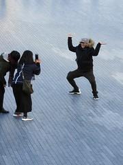 tourists (P'ptje) Tags: london londonstreets southwark southbank pose tourist tourists camera
