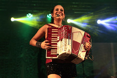 (adriana-sanchez) Tags: sanfona sanfoneira girl accordion accordiongirl sanfoneiro hohner pianista key tar keyboard happy love music brazilianmusic cantora singer barradasaia caipira luizgonzaga forró